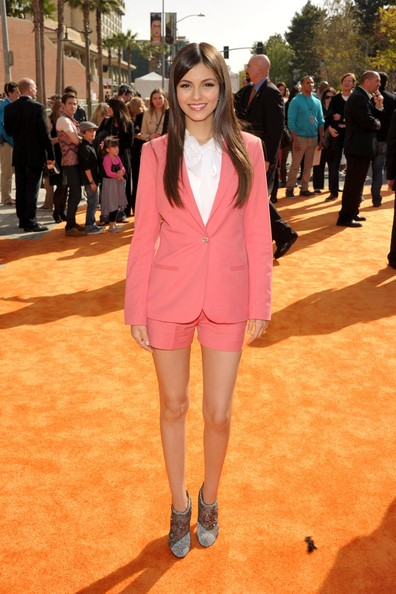 Victoria Justice - Nickelodeon's 25th Annual Kids' Choice Awards - Red Carpet