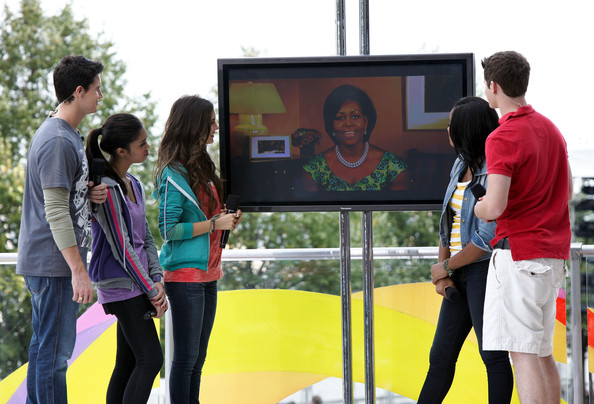 Victoria Justice Nickelodeon's (L-R) Robbie Amell, Ashley Argota, Victoria Justice, Keke Palmer and Matt Shively speak during Nickelodeon's Annual Worldwide Day of Play at NYC Big Brothers Big Sisters RBC Race for the Kids Event in Riverside Park on September 25, 2010 in New York City.