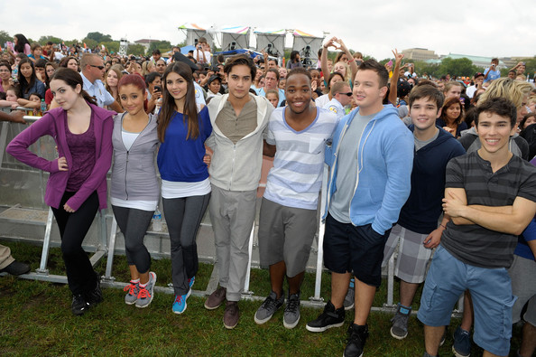 Victoria Justice (L-R) Actors Elizabeth Gillies, Ariana Grande, Victoria Justice, Avan Jogia, Leon Thomas III, Noah Munck, Nathan Kress and Max Schneider celebrate Nickelodeon's largest ever Worldwide Day of Play at the Ellipse on September 24, 2011 in Washington, DC.