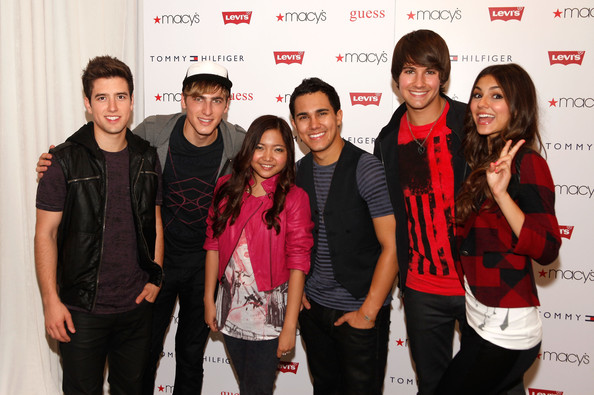 Victoria Justice (L-R) Logan Henderson, Kendall Schmidt, Charice, Carlos Pena Jr., Logan Henderson and Victoria Justice attend Nickelodeon's Big Time Rush & Victoria Justice celebrating Back-To-School at Macy's Herald Square on August 15, 2010 in New York City.