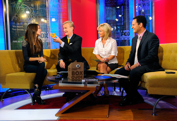 Victoria Justice (L-R) Actress Victoria Justice talks with Steve Doocy, Gretchen Carlson and Brian Kilmeade on