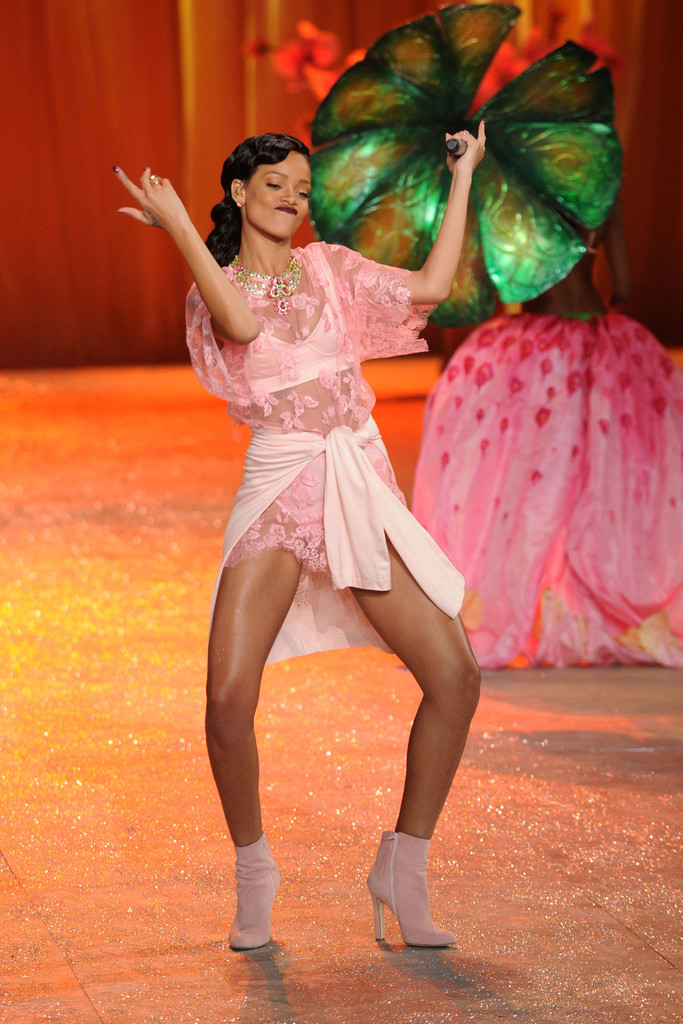 Rihanna Phresh Out The Runway Victoria S Secret Fashion Show
