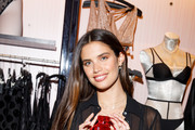Sara Sampaio Photos Photo