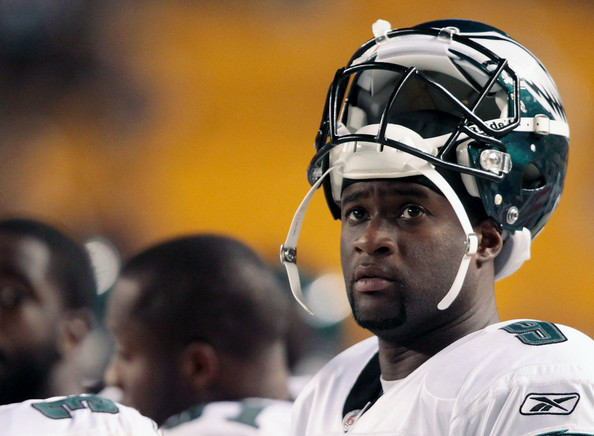 Vince Young Vince Young #9 of the Philadelphia Eagles looks up at the scoreboard in the second half during the preseason game against the Pittsburgh Steelers on August 18, 2011 at Heinz Field in Pittsburgh, Pennsylvania.