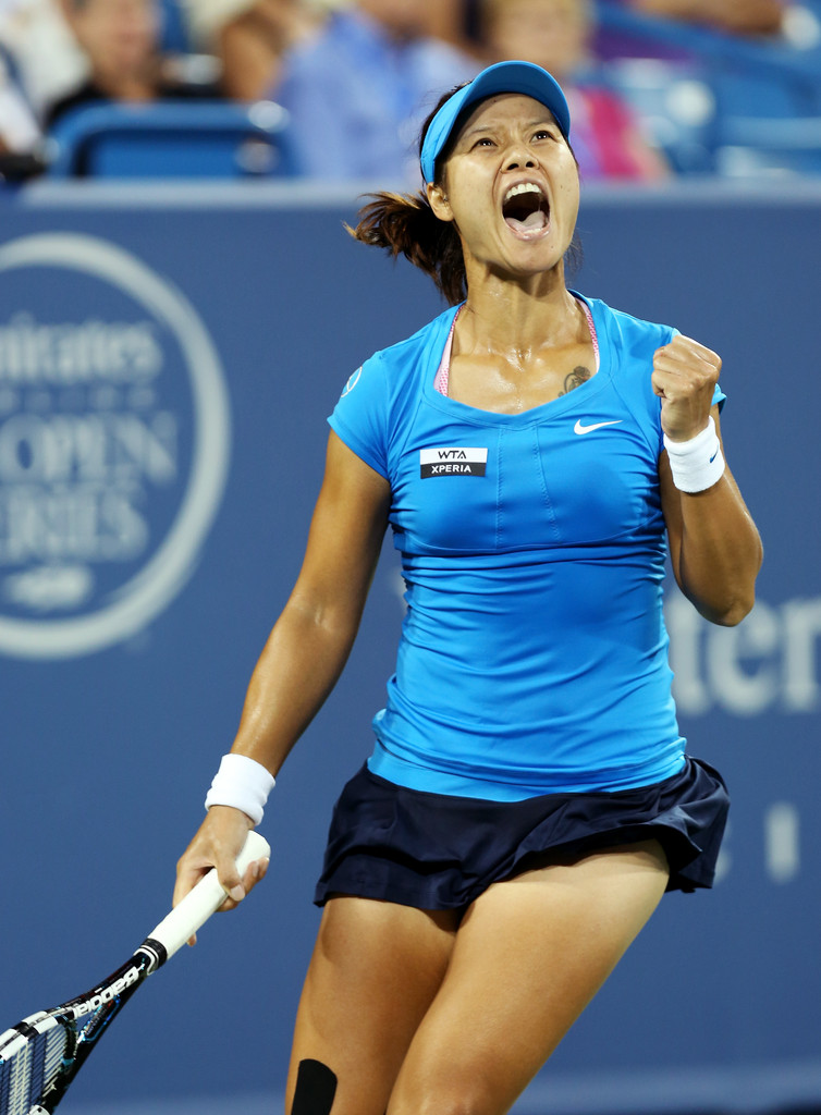 Li Na Defeats Venus Williams In Three Sets  Will Face