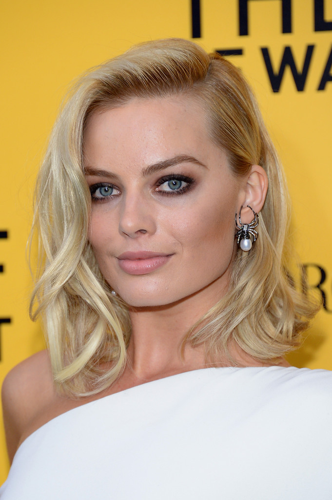"Actress Margot Robbie attends Giorgio Armani Presents: ""The Wolf Of Wall Street"" world premiere at the Ziegfeld Theatre on December 17, 2013 in New York City."