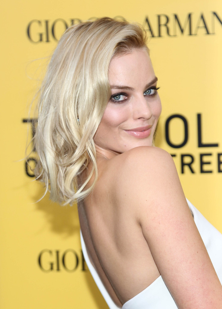 "Margot Robbie attends the ""The Wolf Of Wall Street"" premiere at Ziegfeld Theater on December 17, 2013 in New York City."