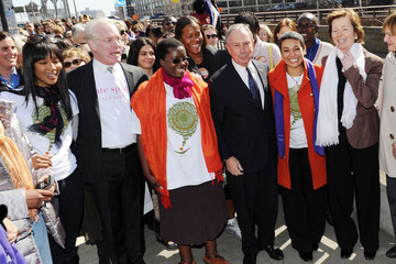 """Naomi Campbell Mary Robinson Women For Women International Host """"Join Me On The Bridge"""" Global Campaign"""