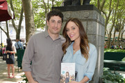 Actors Jason Biggs (L) and wife/author Jenny Mollen pose for a picture at the 'Word For Word' author event with Jason Biggs and Jenny Mollen on June 18, 2014 in New York, United States.