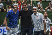 (L-R) Alexander Zverev of Germany, Juan Martin del Potro of Argentina and Roger Federer of Switzerland pose prior to an exhibition game between Alexander Zverev and Roger Federer at Arena Parque Roca on November 20, 2019 in Buenos Aires, Argentina.