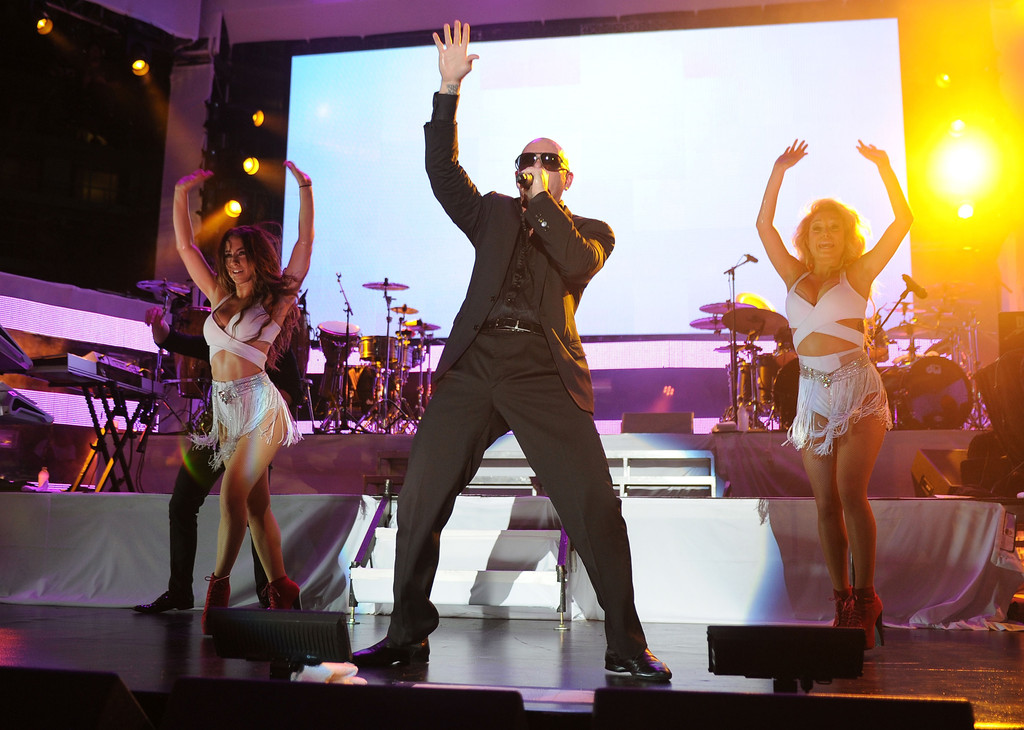 Pitbull photos photos iheartradio ultimate pool party for Ultimate pool show