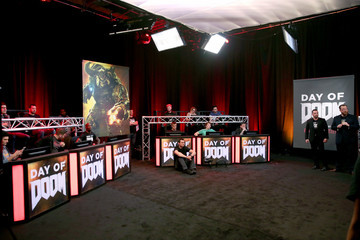iJustine Athletes and YouTube Stars Team Up for DOOM Videogame Tournament