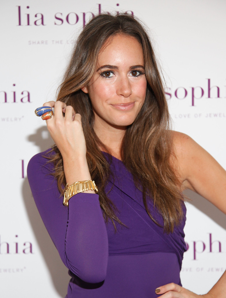 louise roe in lia sophia celebrates social fashion and debuts boudika red carpet collection. Black Bedroom Furniture Sets. Home Design Ideas