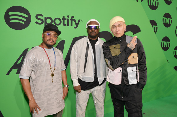 Spotify Awards In Mexico – Red Carpet [taboo,green,yellow,event,will.i.am,spotify awards,l-r,mexico,mexico city,auditorio nacional,red carpet,the black eyed peas,ap,public relations,social group,facial hair,headgear,green,hair,recreation,spotify]