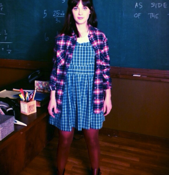 zooey deschanel has a fashion throwback on the set of new