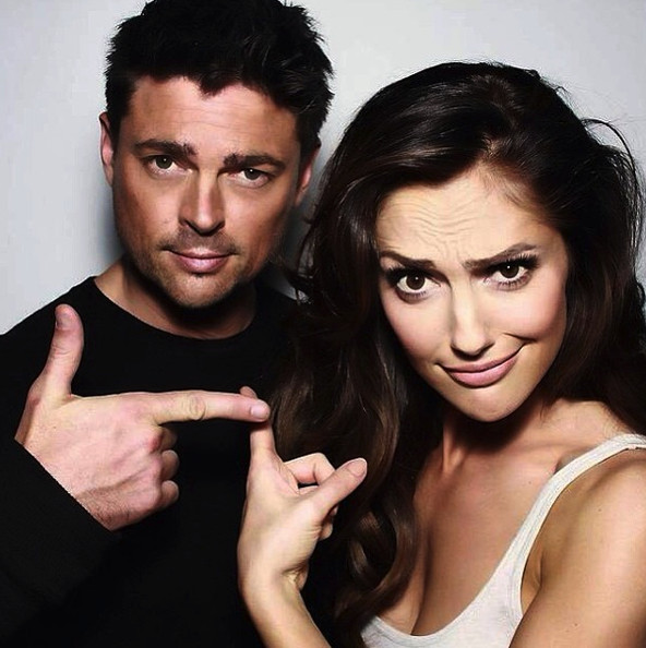 Minka Kelly and Karl Urban love pointing.
