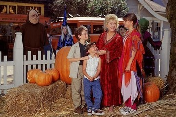 The 'Halloweentown' Cast Reunited For The Movie's 20th Anniversary, And Our Hearts Are So Full