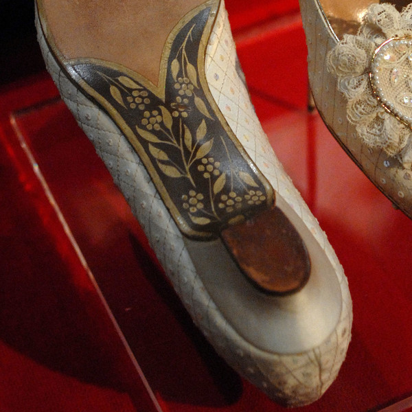 The Bottom Of Diana's Wedding Shoes Had The Letters 'C ...