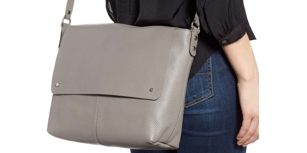 Women s Messenger Bags That Are Perfect For School And Work - Bags ... 865015b2bb