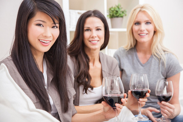 4 Reasons You Should Bond with Your Female Coworkers