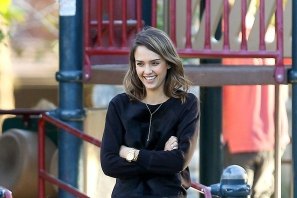 Daily Deal: Jessica Alba's Dainty Necklace
