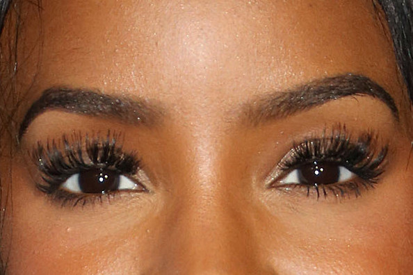 Uh-Oh. Looks Like Kelly Rowland Committed a False Eyelash Faux Pas