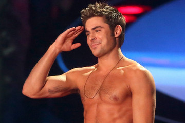 This Is What Happens When Zac Efron Dances to Jason Derulo's 'Wiggle'