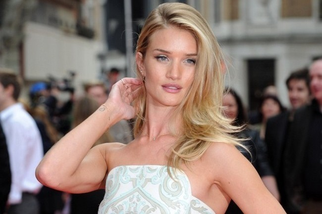 Rosie Huntington-Whiteley's Favorite Evening Style Staple