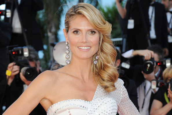 Heidi Klum Demonstrates How to Pose in a Very Complicated Gown