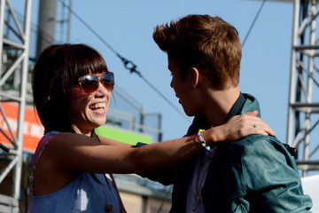 Carly Rae Jepsen Has Justin Bieber's Back