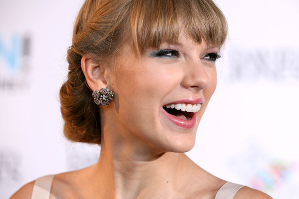Taylor Swift Covers Didn't Do So Hot on Newsstands Last Year—Shocked?