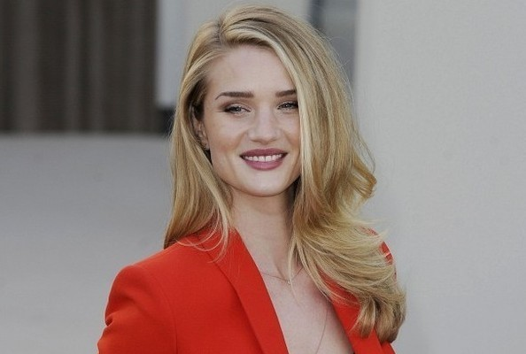 Rosie Huntington-Whiteley's Red Hot Suit