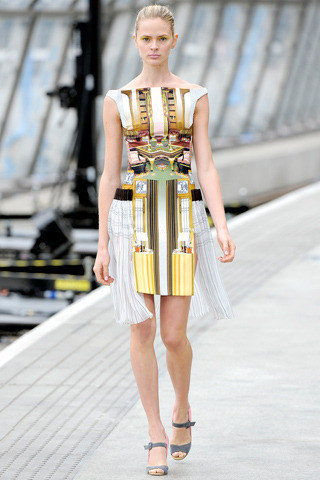 Mary_katrantzou_spring_2011_ready-to-wear-2