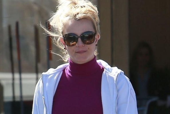 Here's What Britney Spears Wears to the Supermarket [PHOTOS]