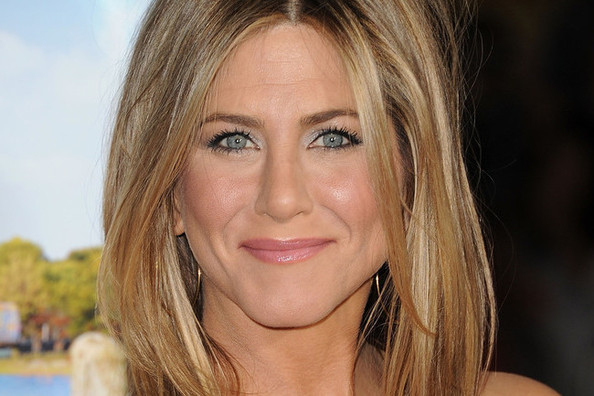 Big Hair News: Jennifer Aniston Gets a Bob