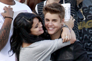 5 Signs that Justin Bieber and Selena Gomez are Back Together