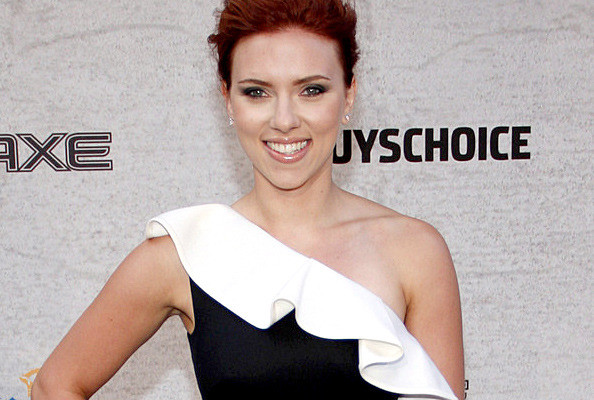 Scarlett Johansson looking stunning in a a ruffled one shouldered dress at ...