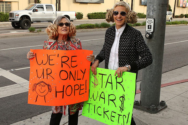 Watch Ellen DeGeneres and Carrie Fisher Sell 'Star War: The Force Awakens' Tickets for Charity