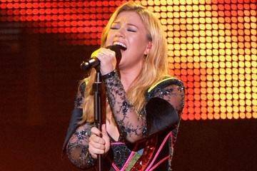 Kelly Clarkson's New Song Sounds Awfully Familiar