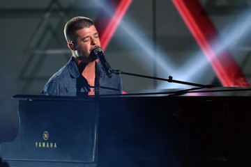 Important Poll: Robin Thicke Keeps Apologizing, But Will He Ever Get Paula Back?