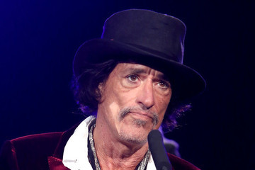 Joe Perry Rushed To Hospital After Backstage Collapse