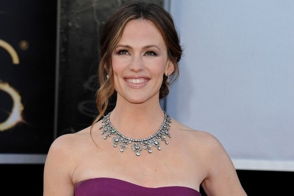 Jennifer Garner's First-Ever Fashion Campaign, You Burn HOW Many Calories Shopping?,and More!