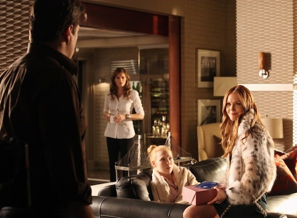 'Castle' New Photos - Castle's Ex-Wife Is Baaaaack