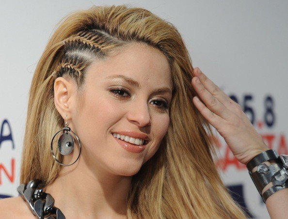 ZB78dd8aVTXl Shakira and Miley Cyrus Have A New Duet