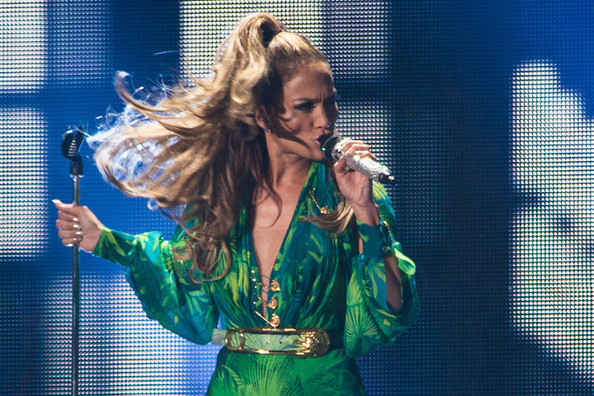 J.Lo Re-Wears Her Infamous Green Dress, Plus-Size Models Re-Create 'SI' Swimsuit Cover and More