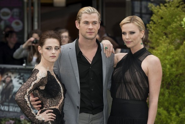 Zimbio Review - 'Snow White and the Huntsman' Is Nightmarish in a