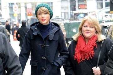 Taylor Swift Shares Sad News: Her Mother Has Cancer