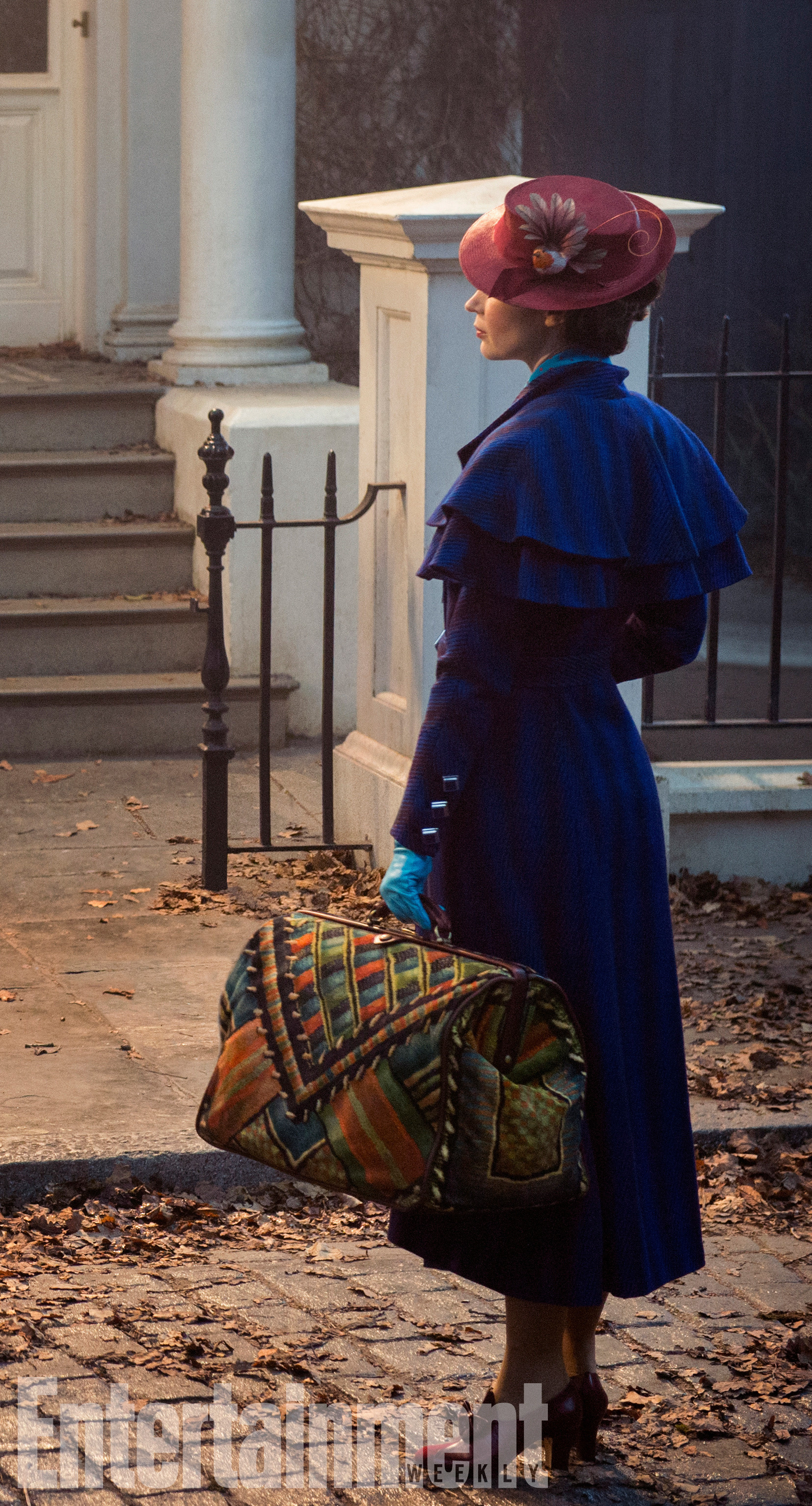Emily Blunt Looks Supercalifragilisticexpialidocious in First 'Mary Poppins Returns' Photo