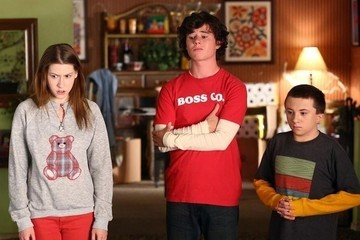 Exclusive Sneak Peek: A Very Minimalist Christmas on ABC's 'The Middle'