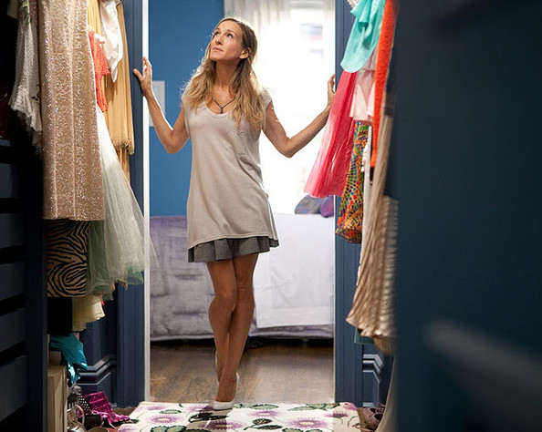 Carrie Bradshaw's Apartment Floorplan + More Fictional New York Apartments!